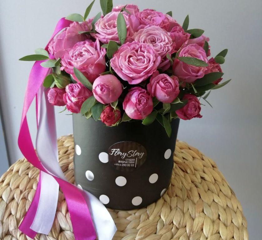 Шляпная коробка с пионовидными розами 449