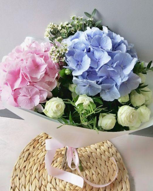букет из гортензии и пионовидной розы