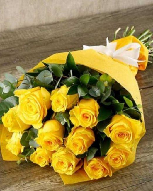 букет из 11 желтых роз и эвкалипта