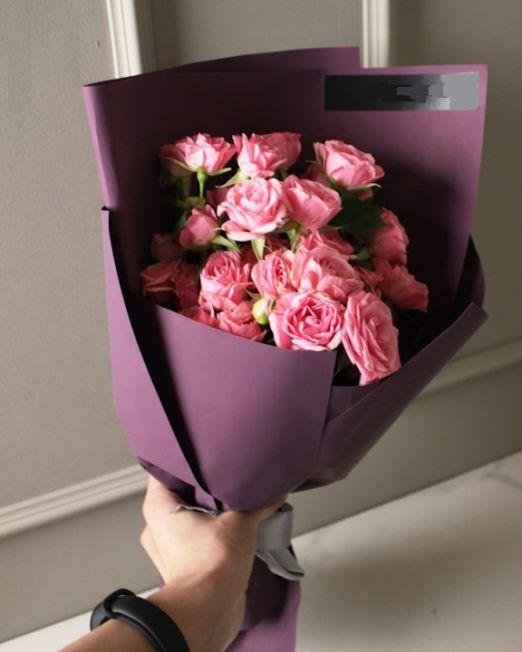 букет из 7 кустовых розовых роз