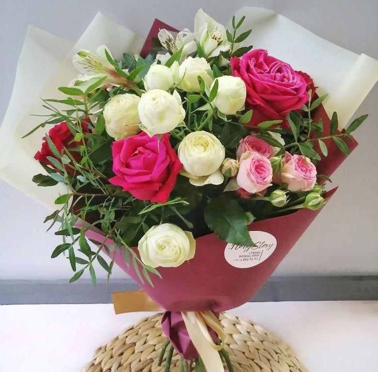 Букет сборный с белой пионовидной розой 540