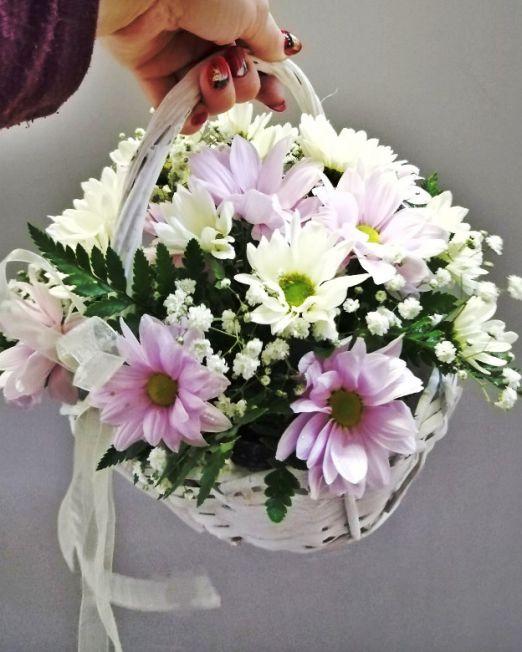 корзинка- лукошко с хризантемой ромашкой