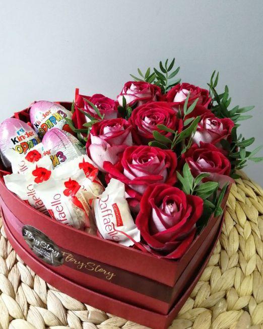 сердце с красными розами и сладостями_1