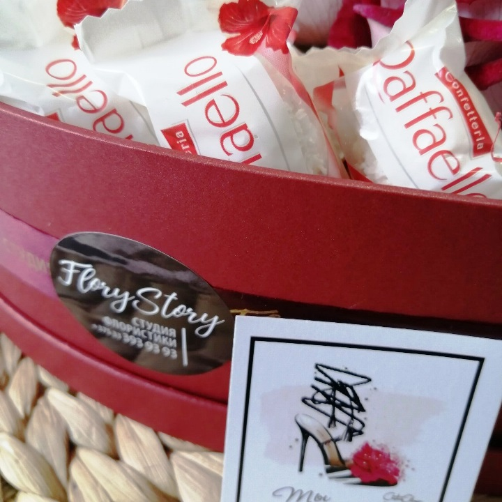 Сердце с цветами и сладостями в коробке 451