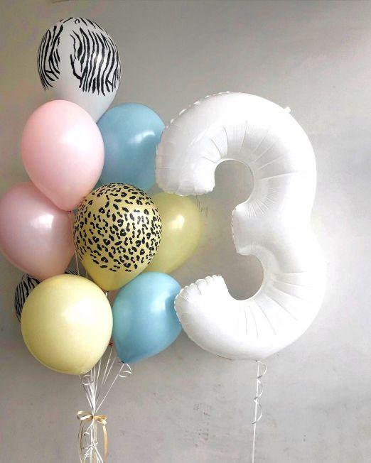 набор из 11 латексных шаров однотонных и с принтом цвета ассорти + цифра