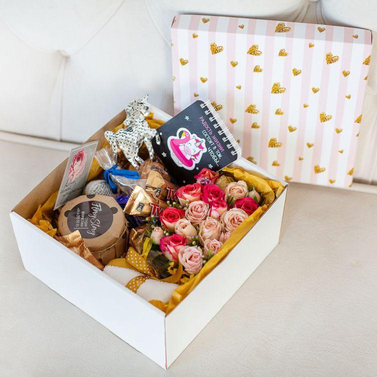 Подарочный набор с цветами, сладостями «ЕДИНОРОГ» 493