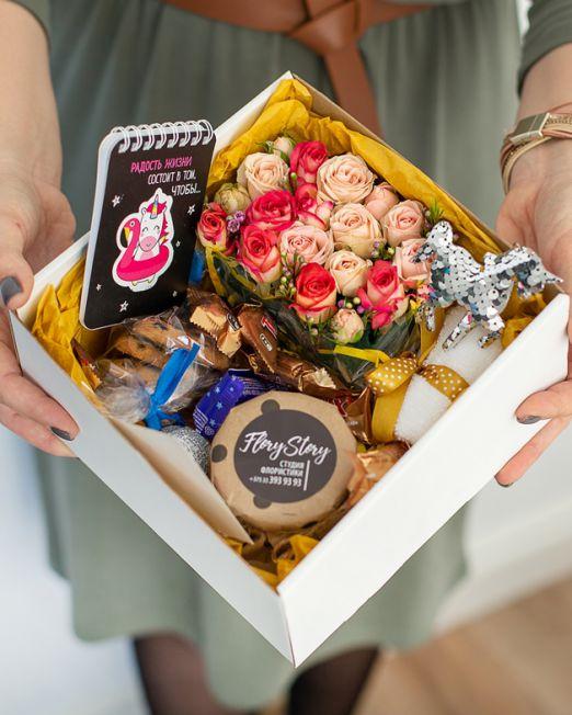 подарочный набор единорог коробка с цветам, игрушкой, сладостями в Бресте_8172