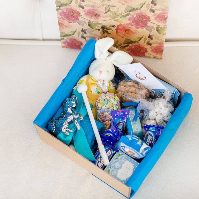 Подарочный набор с цветами и сладостями «В синих тонах» 486