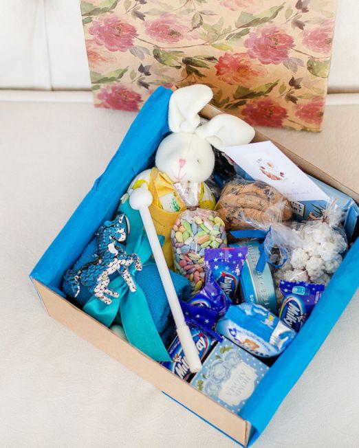 подарочный набор -коробка с цветами и сладостями, конфетами в Бресте _8024