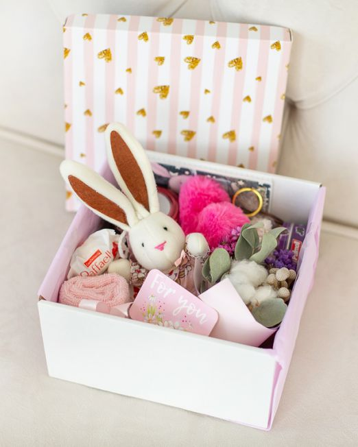 подарочный набор -коробка с цветами и сладостями, конфетами в Бресте _8035