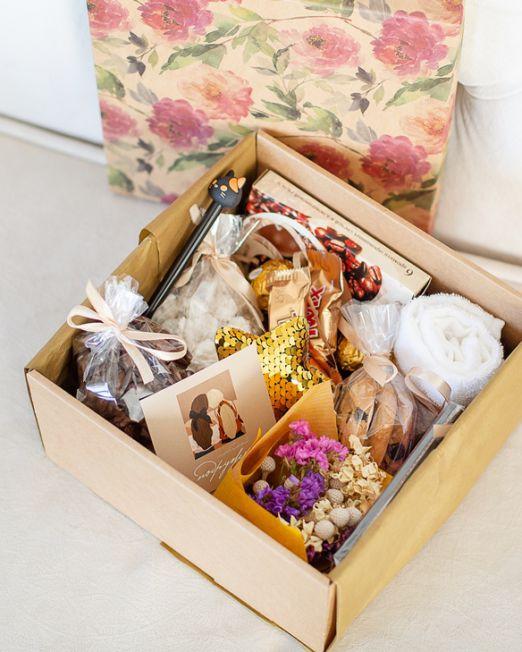 подарочный набор -коробка с цветам, игрушкой, сладостями в Бресте кофейный_8120