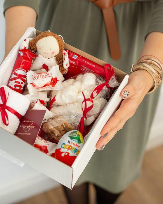 подарочный набор -коробка с цветам, игрушкой, сладостями в Бресте