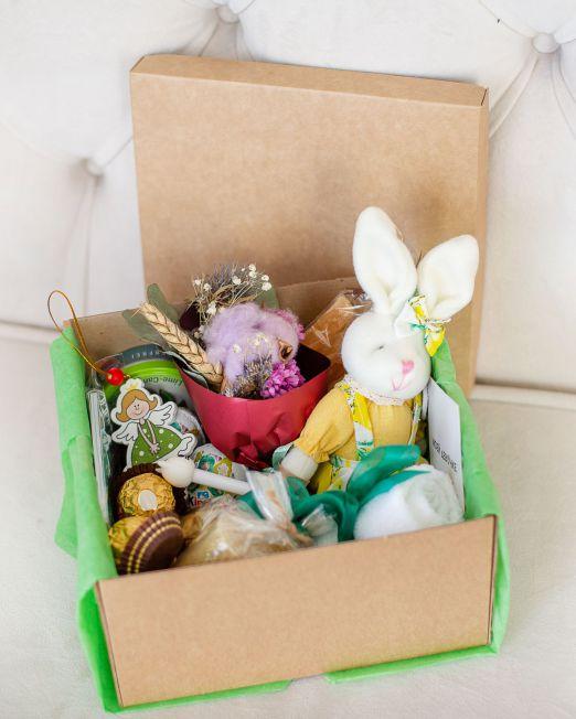 подарочный набор -коробка с цветам, игрушкой, сладостями в Бресте_8070