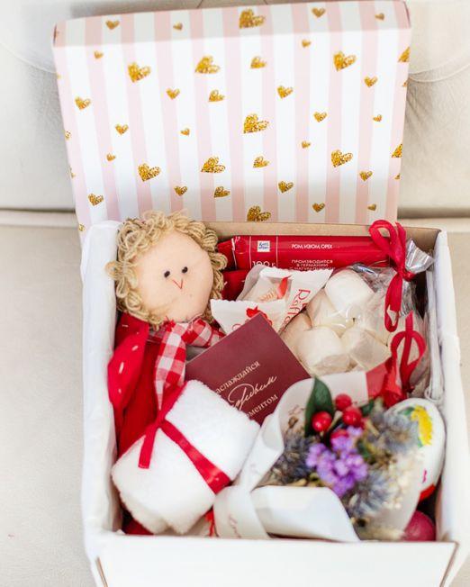 подарочный набор -коробка с цветам, игрушкой, сладостями в Бресте_8086