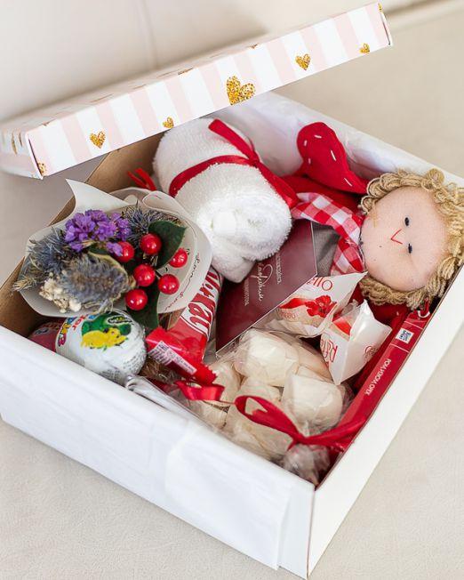 подарочный набор -коробка с цветам, игрушкой, сладостями в Бресте_8090