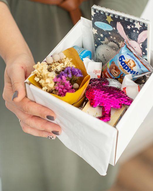 подарочный набор -коробка 15-15с цветам, игрушкой, сладостями в Бресте_8196