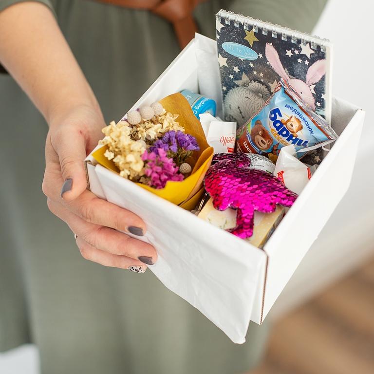 Подарочный набор с букетиком, сладостями (мини-версия) 495
