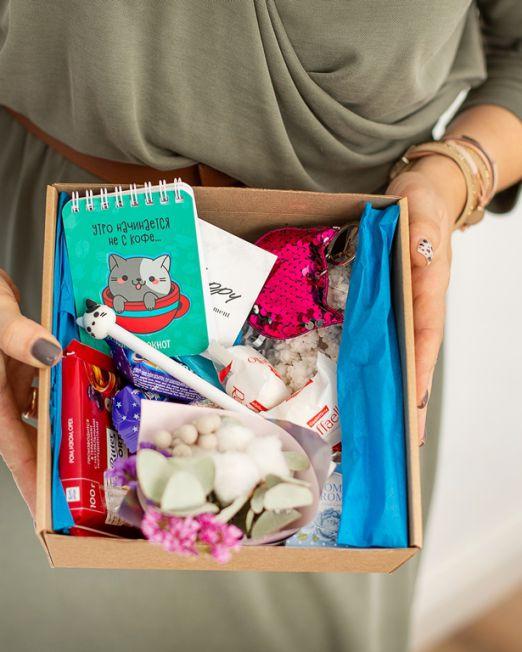 подарочный набор котик коробка с цветам, игрушкой, сладостями в Бресте_8157