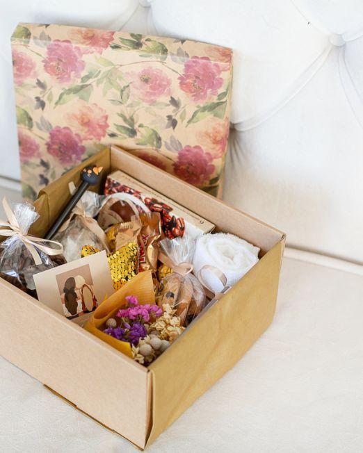 подарочный набор кофейный коробка с цветам, игрушкой, сладостями в Бресте_8115