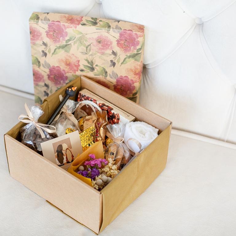 Подарочный набор с игрушкой, сладостями «Кофейный» 488