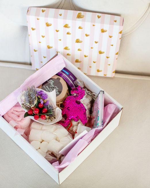 подарочный набор -фламинго - коробка с цветам, игрушкой, сладостями в Бресте,_8148