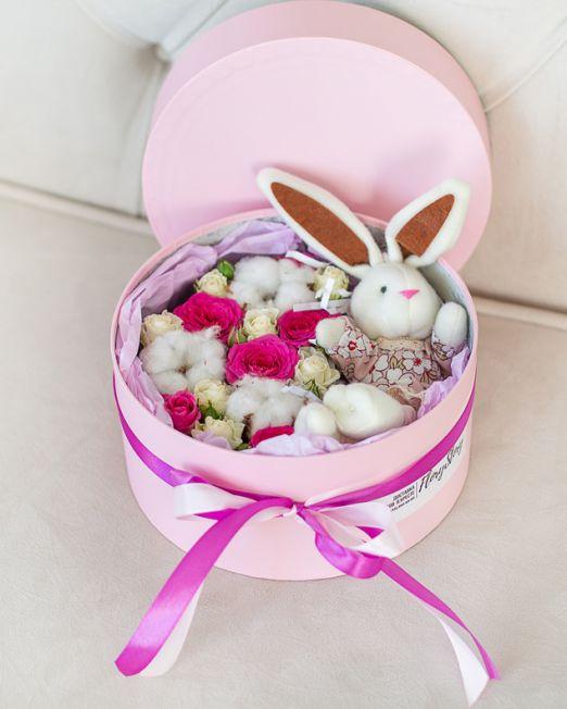 подарочный набор -шляпная коробка с цветам, игрушкой, сладостями в Бресте_8095