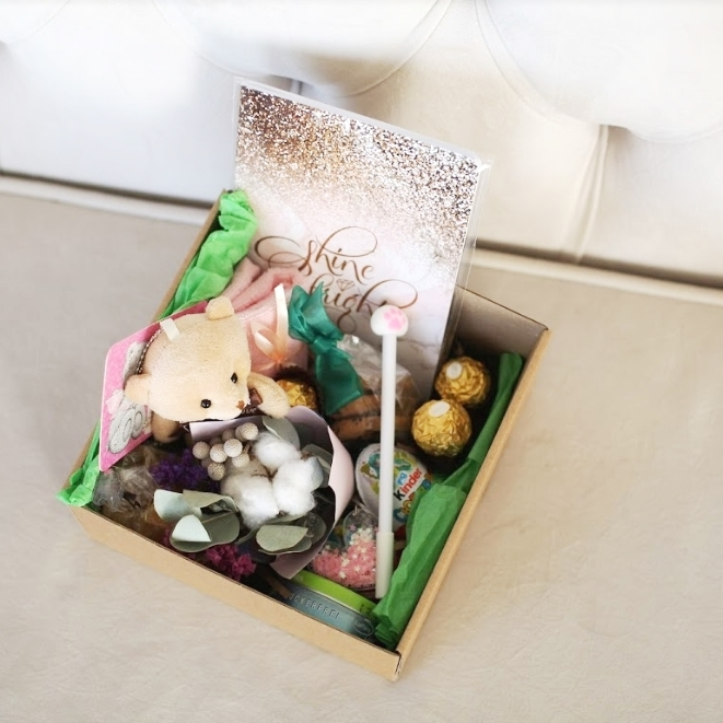 Подарочный набор с игрушкой, букетиком, сладостями «Медвежонок Тедди» 490