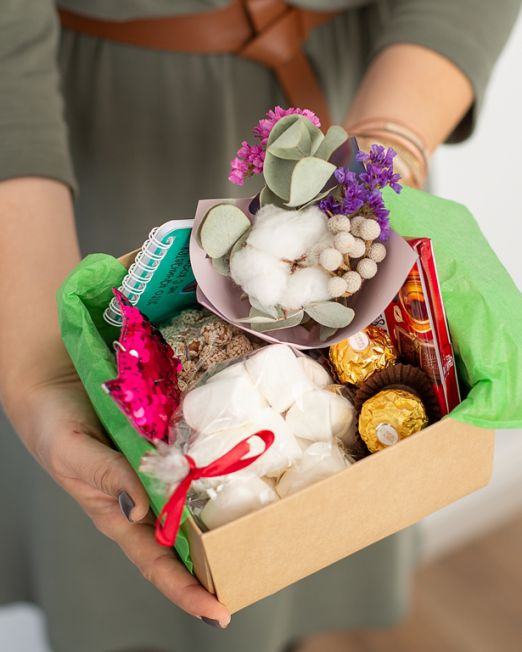 подарочный набор 15-15 -коробка с цветам, игрушкой, сладостями в Бресте_8212