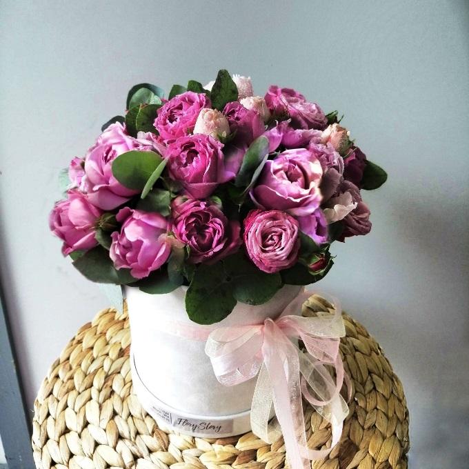 Коробка шляпная с пионовидными розами 554
