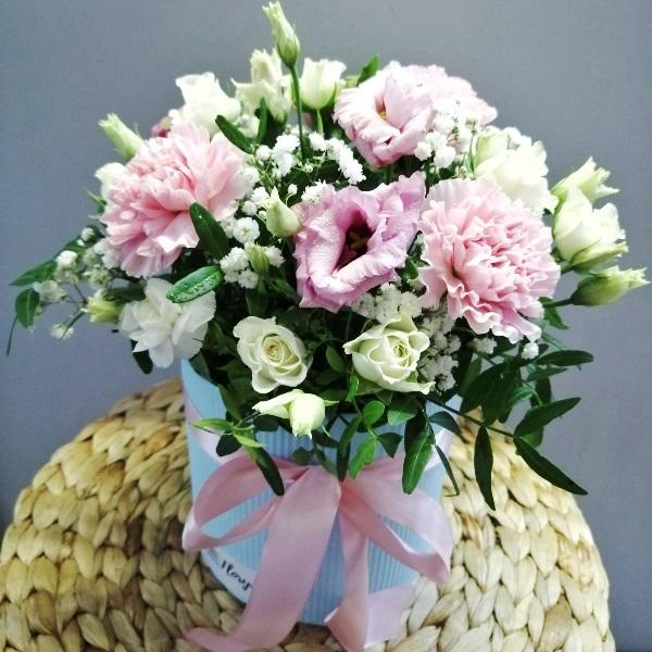 Коробка шляпная бархатная с цветами 557