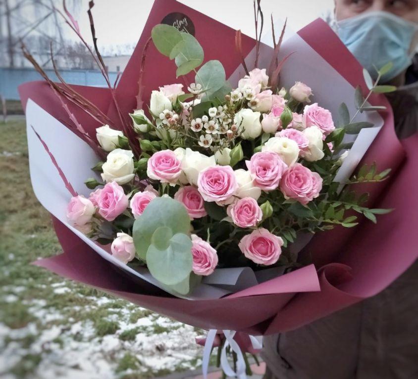 Букет из кустовой розы 580