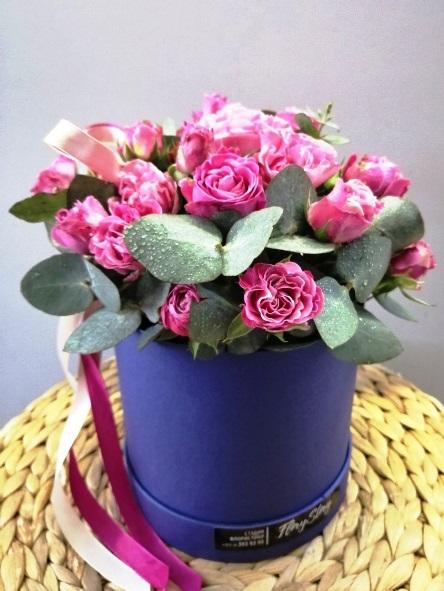 Коробка круглая (цилиндр) с пионовидными розами 061