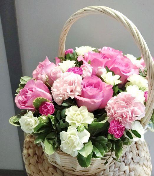 корзина подарочная с розами 589