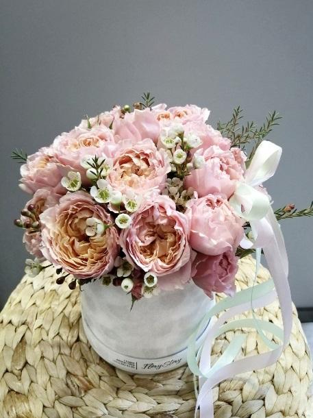 шляпная коробка с пионовидной розой джульетта2