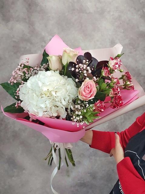 Букет сборный из гортензии и роз — 223