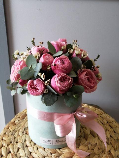 Коробка шляпная с пионовидной розой — 660