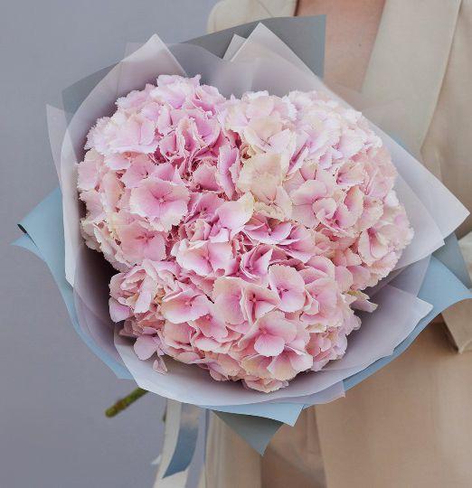 букет из трех розовых гортензий 622