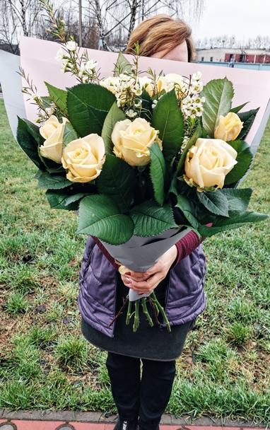 Букет из 11 персиковых роз — 635