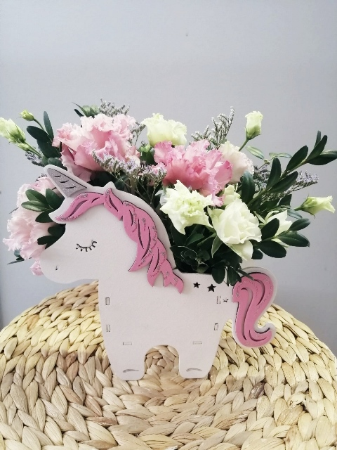 Композиция Единорог с цветами 612