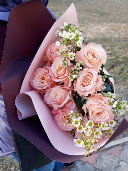 Букет сборный из розы и хамелациума 644