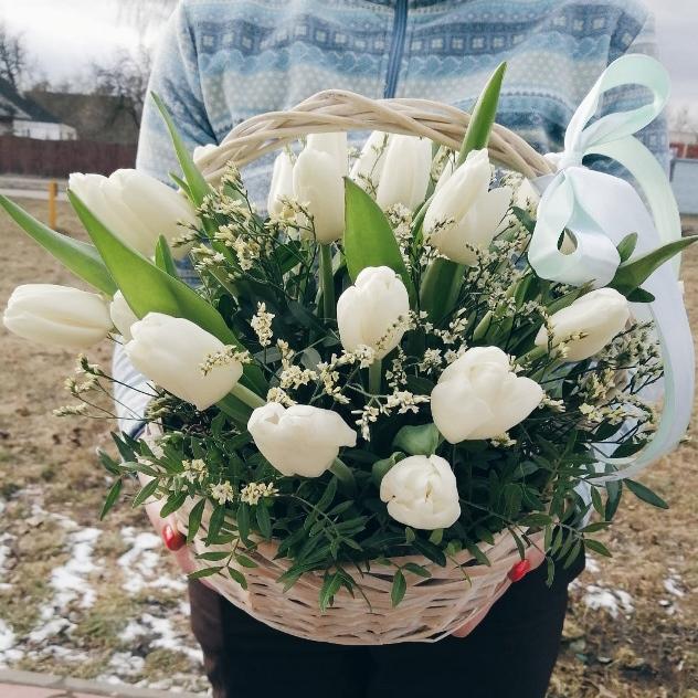 Корзина с тюльпанами 240