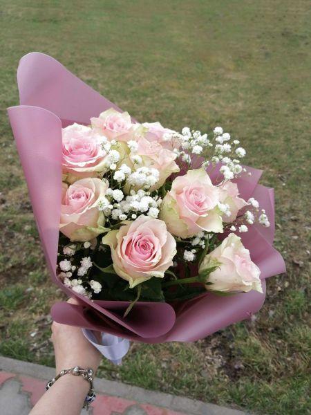 букет из розовых роз и гипсофилы 661