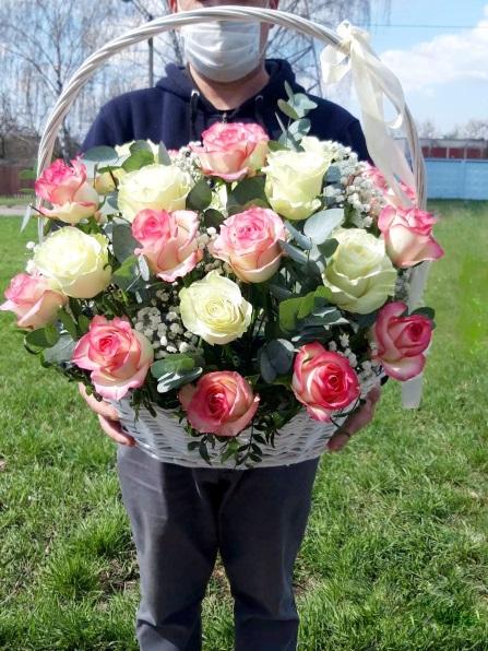 Корзина сборная с розами 028