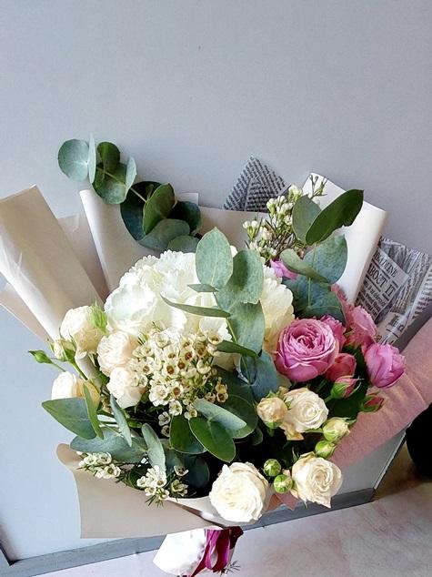 Букет из гортензии и пионовидной розы 188