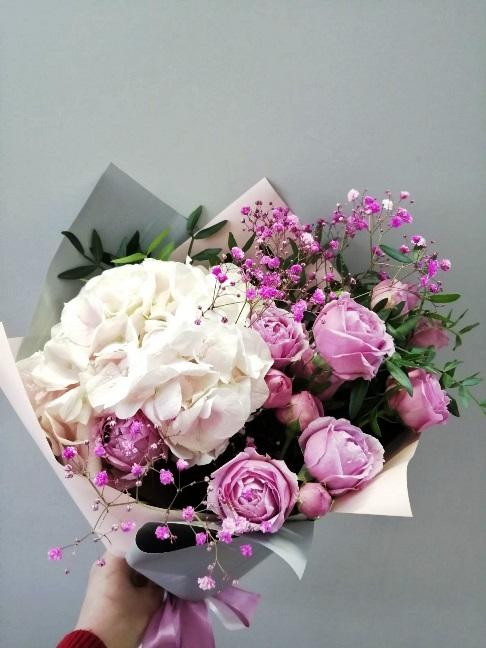Букет из гортензии и пионовидной розы 189