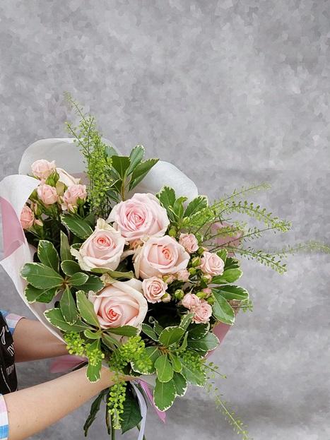 Букет из роз и кустовых роз — 185