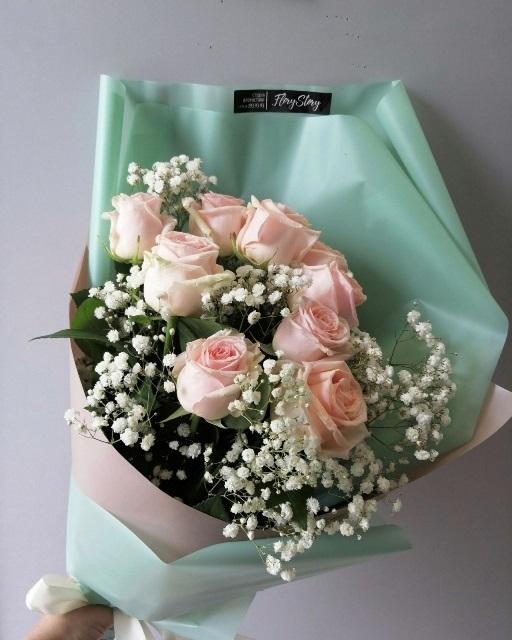 Букет из 9 роз и гипсофилы 661