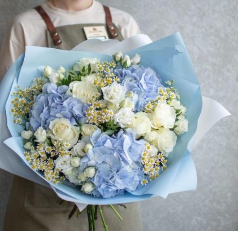 Купить букет цветов Бресте с гортензии, ромашек, роз