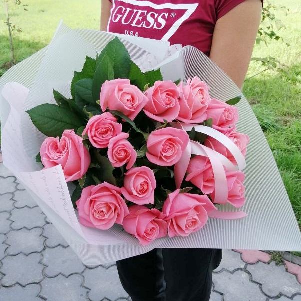 Букет из розовых роз 150